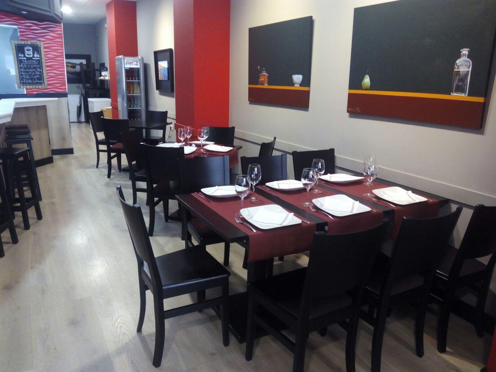 Mobiliario en el trampantojo restaurante blog ginetom mobiliario para hosteler a y hogar for Mesas de madera para restaurante